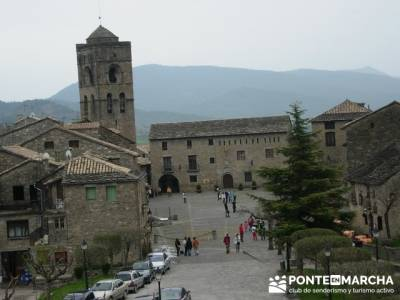 Plaza Ainsa; senderismo entre semana madrid; senderismo